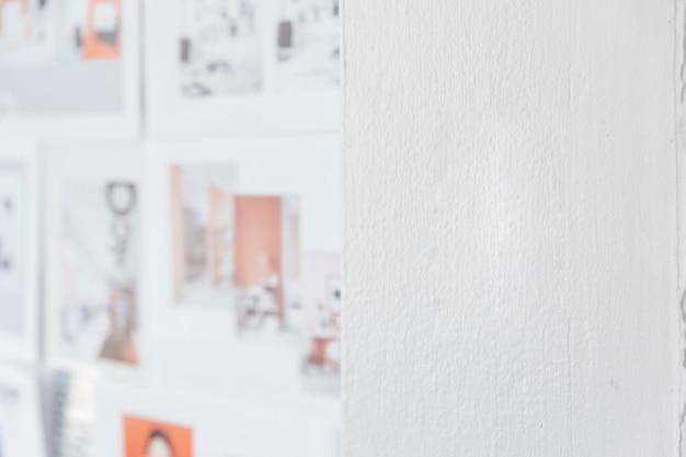 Couleur de mur blanc avec des images de conception flou sur le côté gauche. fond d'architecte et de concepteur avec espace de copie sur le côté droit.
