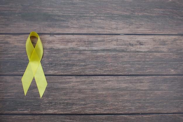 Couleur symbolique du ruban jaune pour le cancer du sarcome