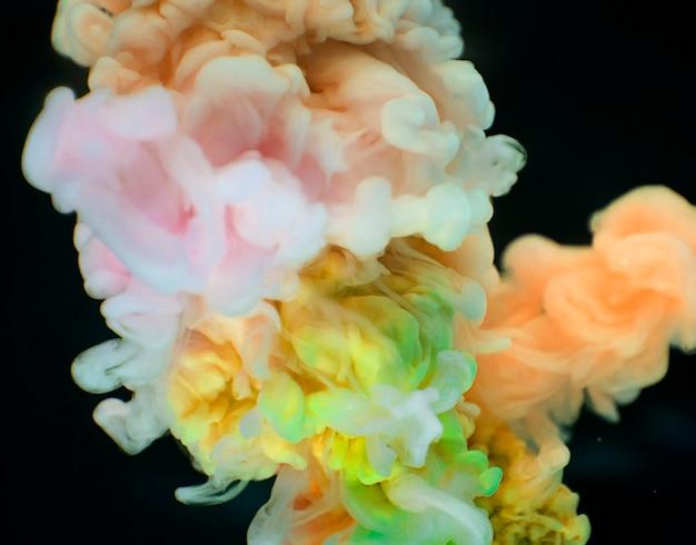 Couleurs abstraites de couleur jaune et orange à l'eau