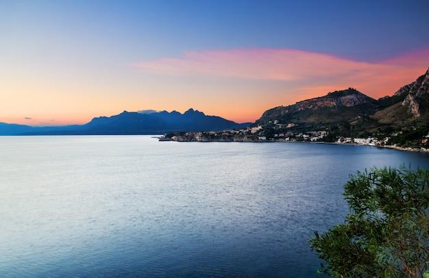 Les couleurs de l'aube à capo zafferano (sicile, italie).