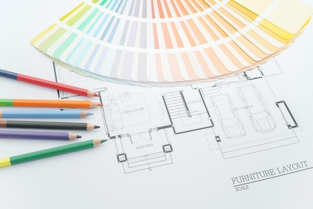 Couleurs et échantillons de matériaux sur des dessins d'architecture de la maison moderne