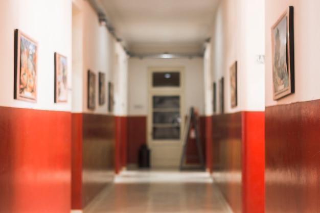 Couloir dans une belle école