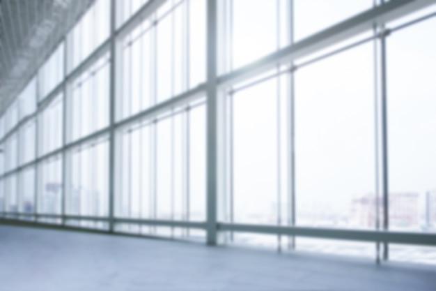 Couloir vide ou couloir avec mur de verre arrière-plan flou