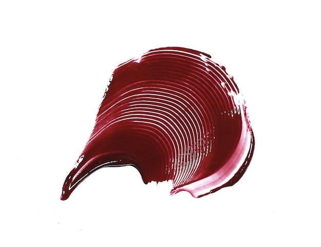 Coup de brillant à lèvres rouge isolé sur blanc