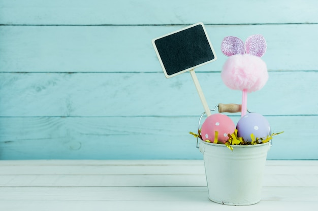 Coup de décoration concept de fond de joyeuses pâques vacances.