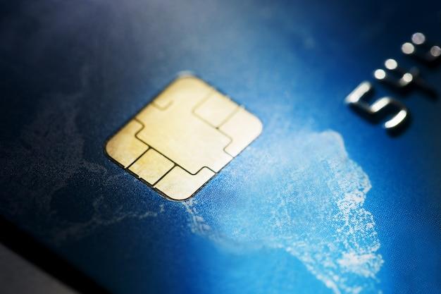 Coup de macro faible clé avec carte de crédit.