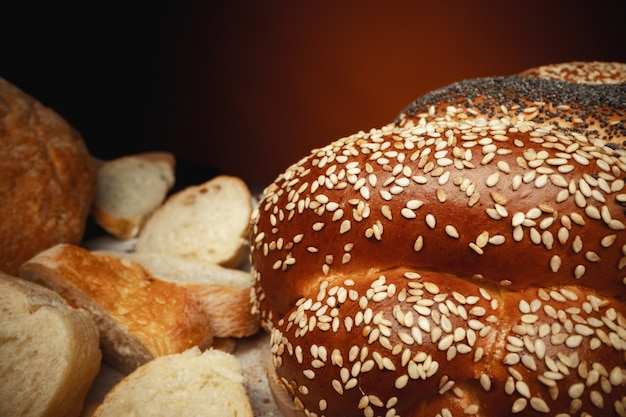 Coup de macro de miche de pain fraîchement cuite