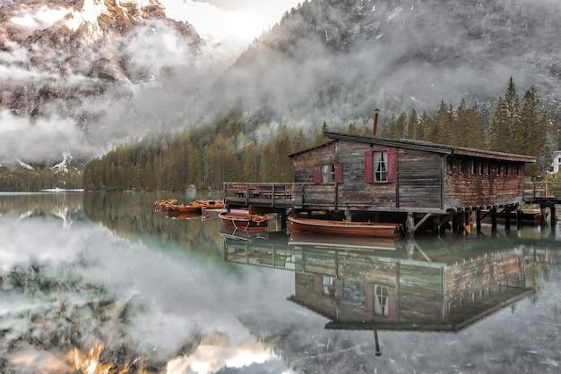 Coup magique des montagnes des dolomites, parc national de fanes-sennes-prags, italie pendant l'été