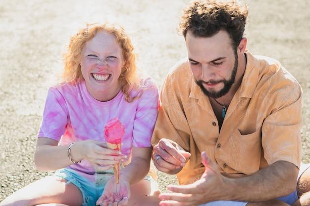 Coup moyen, couple heureux, à, glace