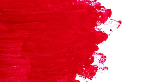 Coup de pinceau rouge sur un fond blanc