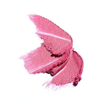 Coup de pinceau de rouge à lèvres rose isolé sur blanc