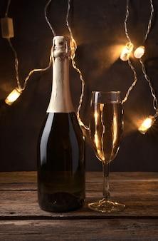 Coupe de champagne et un cadeau