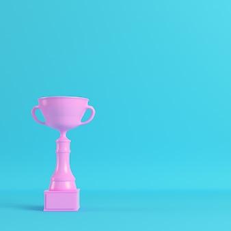 Coupe du trophée rose sur fond bleu clair
