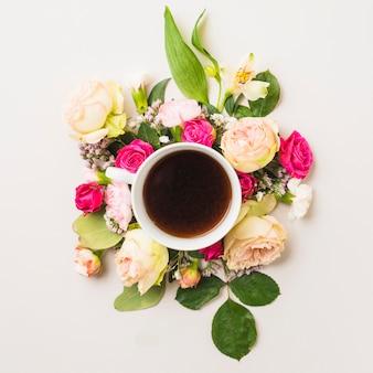 Coupe de gros plan sur la composition de la fleur