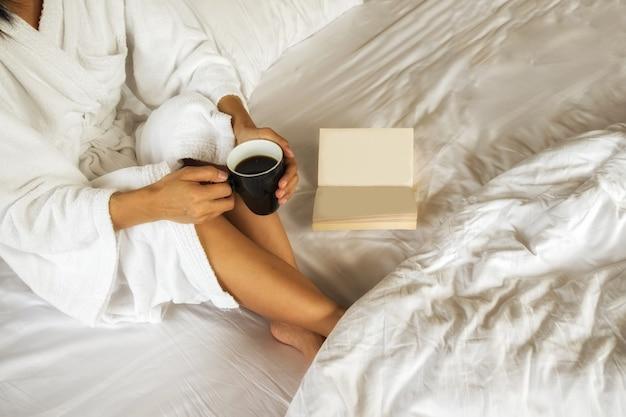 Coupe, relaxation, fond, corps, femme, lever de soleil