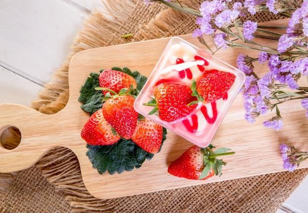 Coupe de tarte au fromage et aux fraises