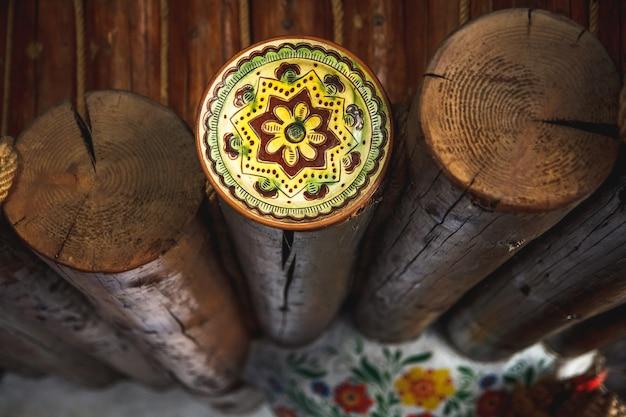 Coupe transversale du bois, pile de bois de chauffage pour l'arrière-plan. beaucoup de bois de chauffage. fond de décor en bois naturel.