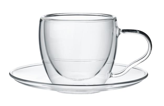 Coupe en verre isolé sur blanc