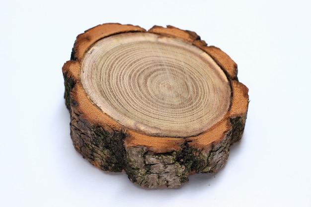 Couper un arbre sur un blanc