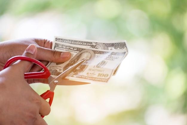 Couper l'argent perdu. problèmes financiers.