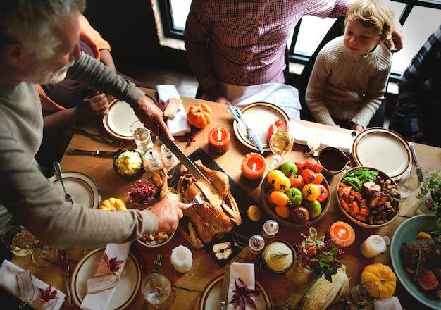 Couper le concept de célébration de thanksgiving en turquie