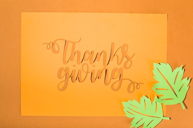 Couper le lettrage de thanksgiving avec des tracts