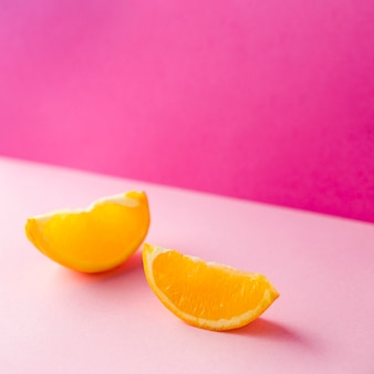 Couper des tranches de concept minimal orange