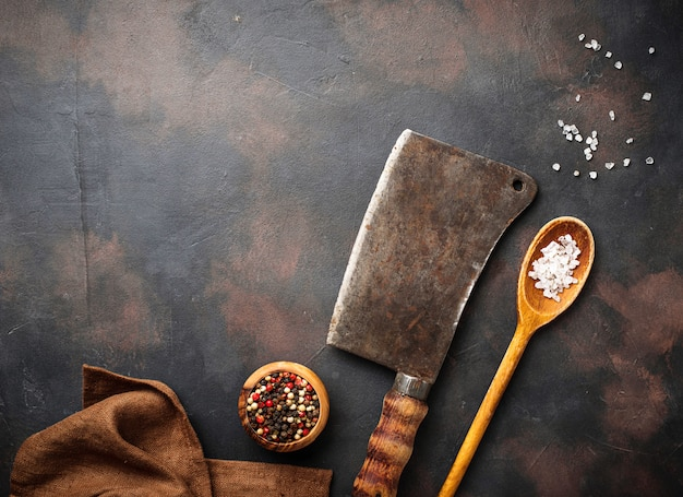 Couperet vintage d'épices avec boucherie