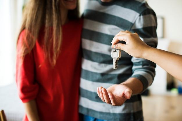 Couple a acheté une nouvelle maison