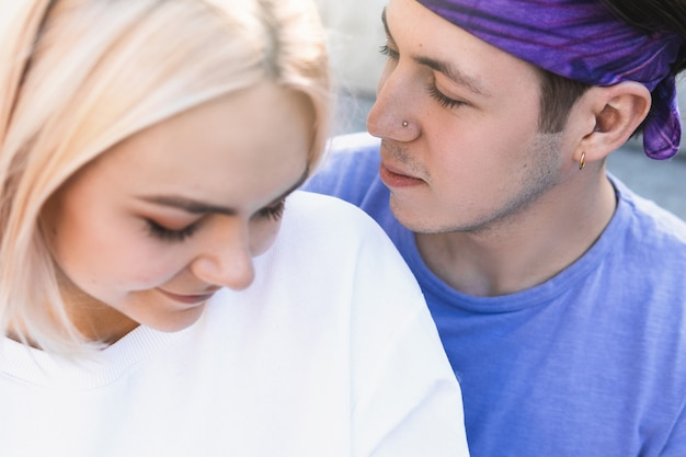 Couple adolescent beau et sensuel