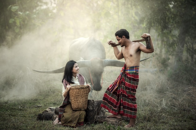 Couple d'agriculteurs en thaïlande
