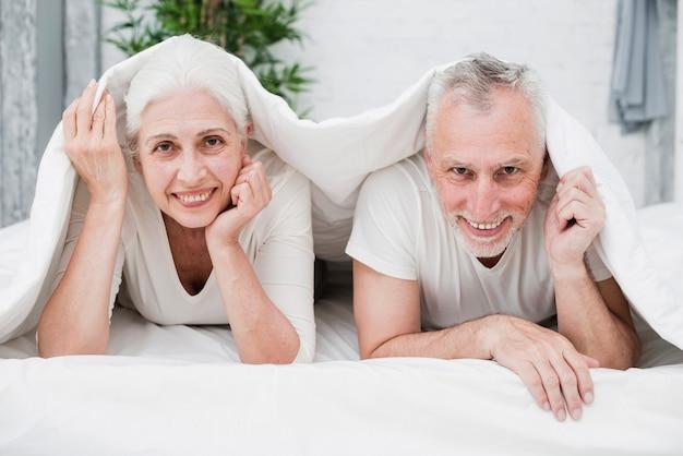 Couple aîné, poser, photo
