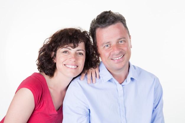 Couple amoureux partageant des émotions