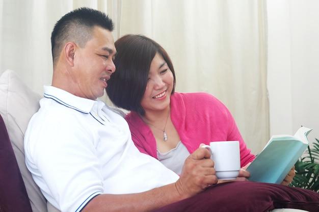 Couple asiatique moyen age