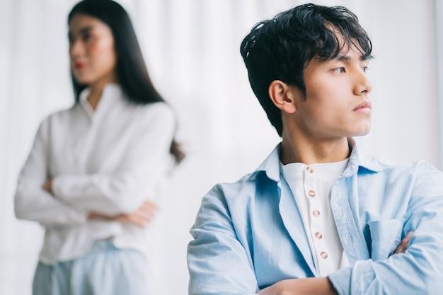 Le couple asiatique s'est disputé, ce qui a conduit à une rupture
