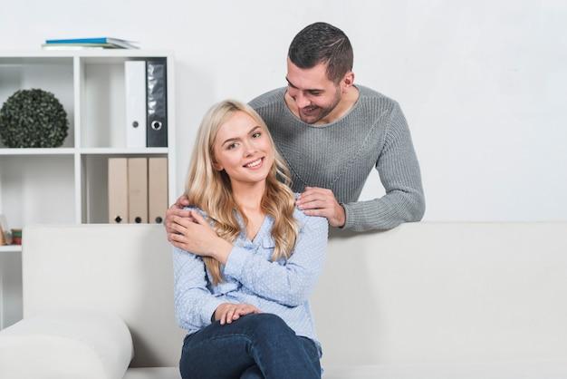 Couple au bureau