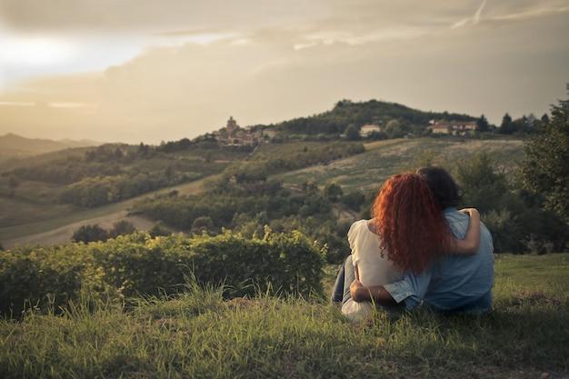 Couple au coucher du soleil