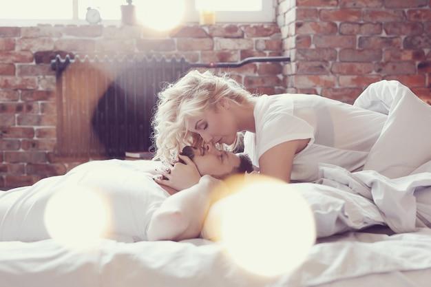 Couple au lit