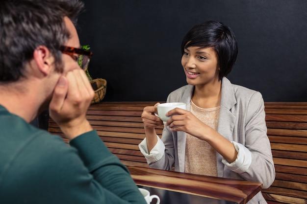 Couple, avoir café, ensemble