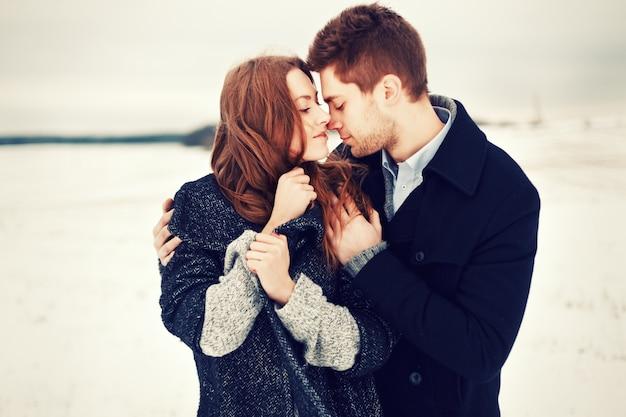 Couple ayant une soirée romantique