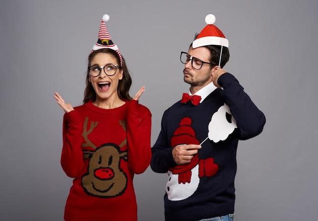 Couple bizarre et poses drôles