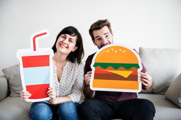 Couple blanc avec icône de nourriture