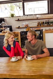 Couple, boire, café