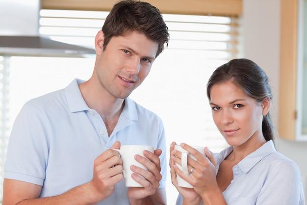 Couple, boire du café