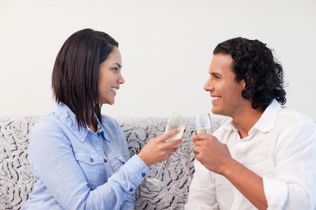 Couple, boire, vin mousseux