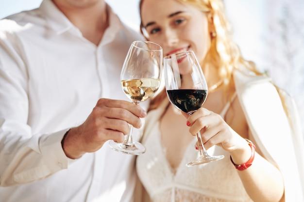 Couple, boire, vin