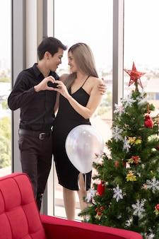 Couple, célébrer, nouvel an, portrait