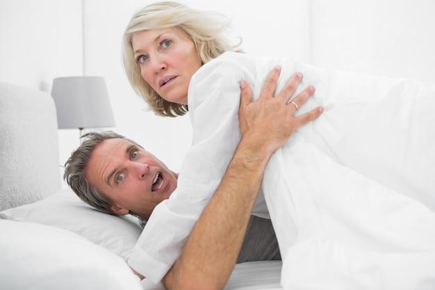 Couple choqué pris en flagrant délit