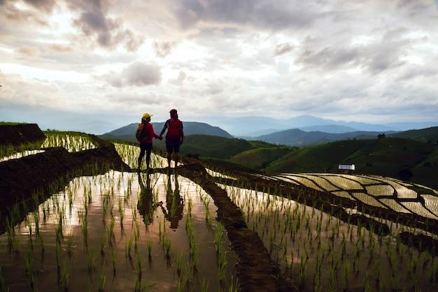 Couple dans le riz