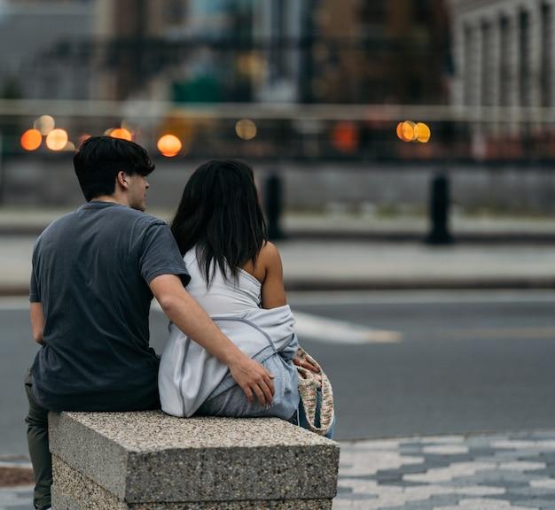 Couple dans la rue new york amour